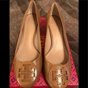 Tori Burch heels, camel color, size 9: NEVER worn
